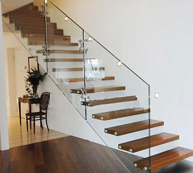 Cầu thang, lan can kính